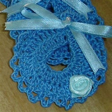 Souvenirs nacimiento tejidos al crochet mini baberos