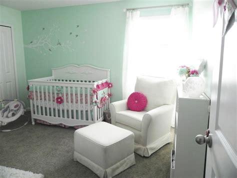 chambre fille vert chambre bébé fille en nuances de vert inspirantes
