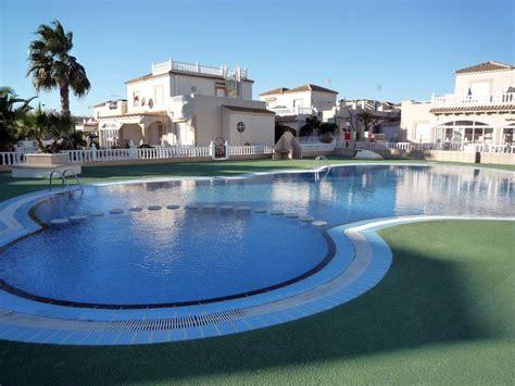 chalet le plus cher du monde pourquoi payer plus cher grande maison de vacances famille plage piscine monde 2212354