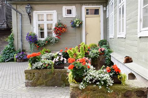 Kuldīgas iedzīvotāju lolotie skaistie dārzi - Laiki mainās!