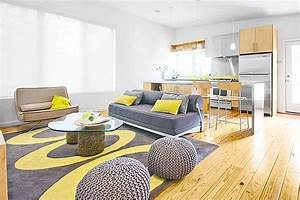 yellow walls grey couch living room homestylediarycom With tapis de yoga avec canapé sofa
