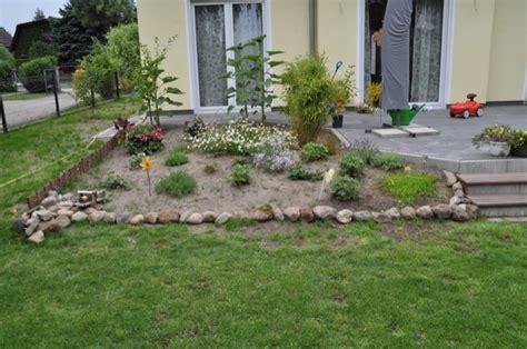 beeteinfassung stein selber machen beeteinfassung aus stein beetbegrenzung mit feldsteinen hausbau
