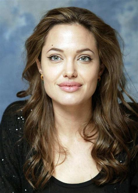 Portfolio headshot of Angelina Jolie
