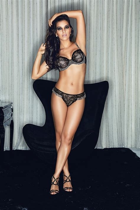 picture of mariana rios