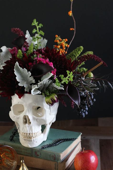 chic fun halloween wedding ideas  theme