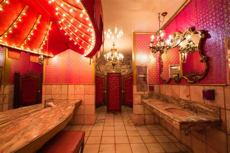 famous womens restroom madonnainn sanluisobispo