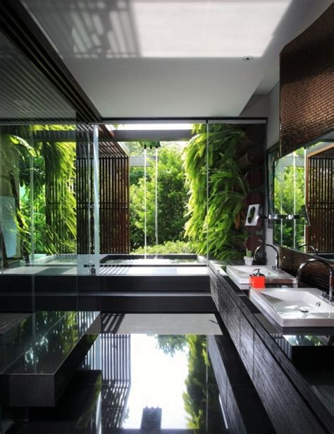 Sunlight Streams Into Bathrooms Connected To Nature by Sunlight Streams Into Bathrooms Connected To Nature