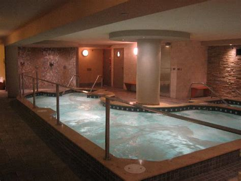 hotels in banff with tub tub picture of banff caribou lodge spa banff
