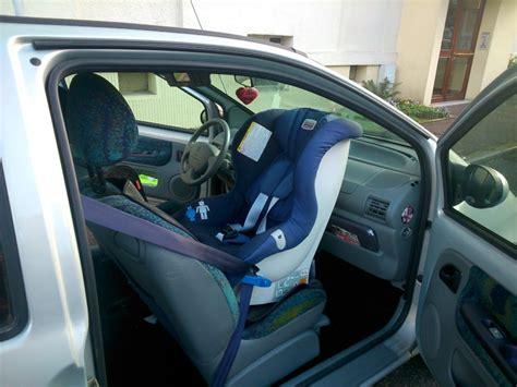 siege auto タ l avant un siège auto pour twingo place avant