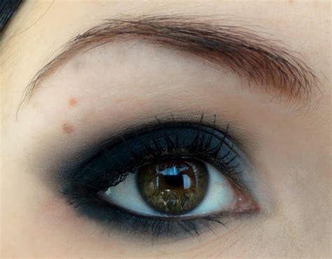 maquillage yeux noir smokey eye oeil charbonneux noir