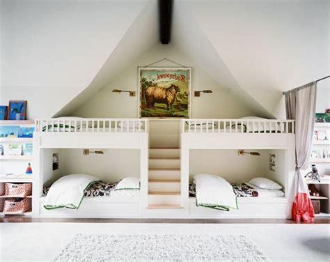 les 25 meilleures id 233 es de la cat 233 gorie lits superpos 233 s de dortoir sur lits de