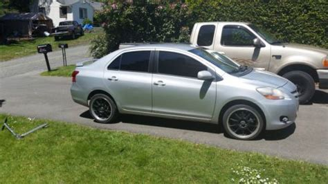 purchase used 2007 toyota yaris sedan silver 4 door great