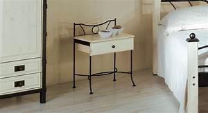Nachttisch Weiß Metall : schubladen nachttisch aus eichenholz und metall lavia ~ Markanthonyermac.com Haus und Dekorationen