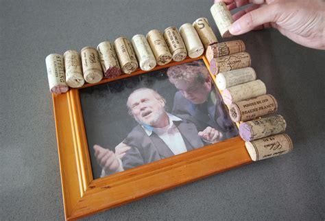 diy fabriquer un cadre photo avec des bouchons en li 232 ge bricobistro