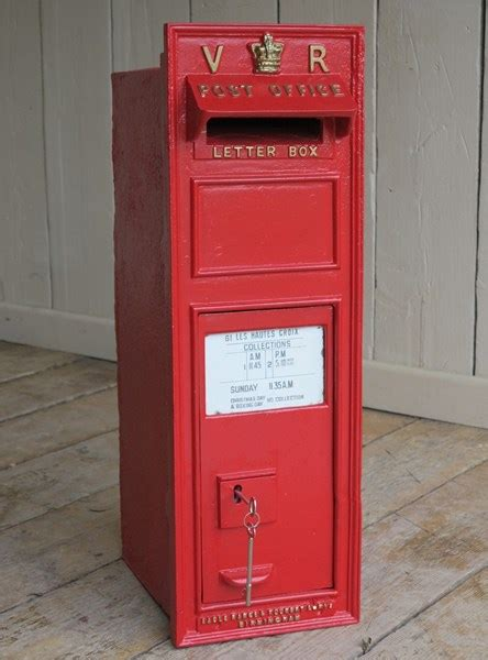 rare royal mail vr cast iron wall mounted letter box