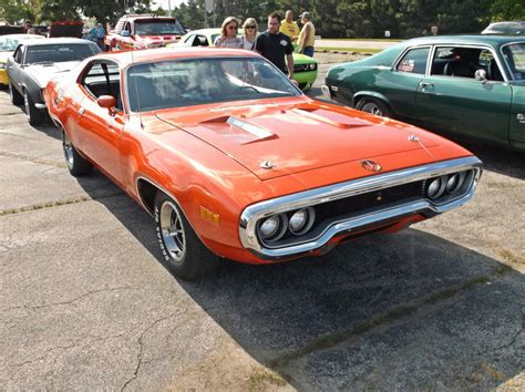Fun At The Local Cruise–two '70s Muscle