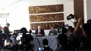 WikiLeaks' Assange Files Charges Against Ecuador Gov't ...