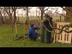 Grillage En Bois : fabriquer un composteur l 39 aide de grillage et de poteaux ~ Edinachiropracticcenter.com Idées de Décoration