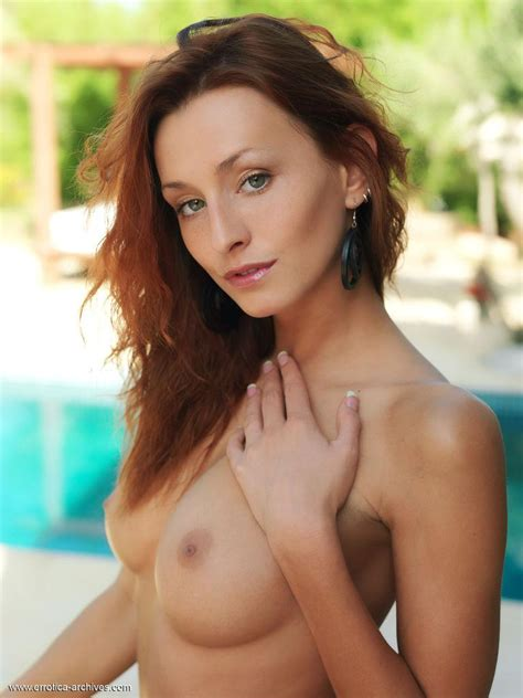 Redhead Babe Sienna Shows Off Her Hot Nude Body By The