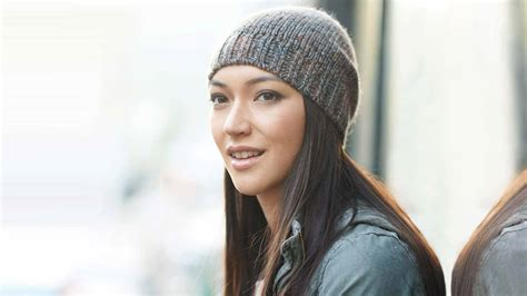 These Beanie Hairstyles Will Keep You Warm For Winter L