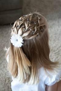 Coiffeuse En Bois Petite Fille : les coiffures pour enfants tendance en 57 photos ~ Teatrodelosmanantiales.com Idées de Décoration