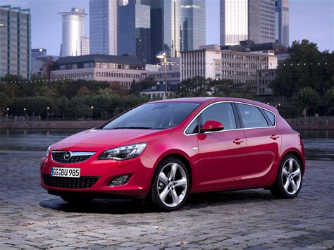 opel astra 2010 front angle 2 of 122 1600x1200