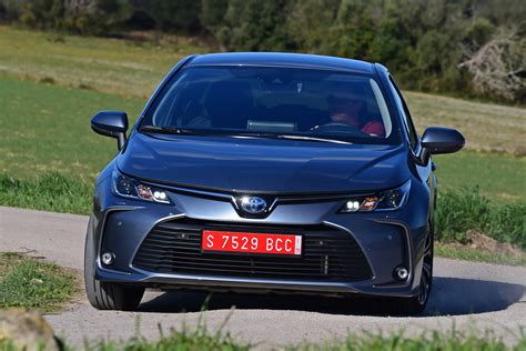 Toyota Corolla 2019 Uk by New Toyota Corolla Saloon 2019 Review Auto Express
