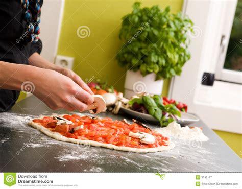 cuisine faite maison pizza italienne faite maison de type photographie stock
