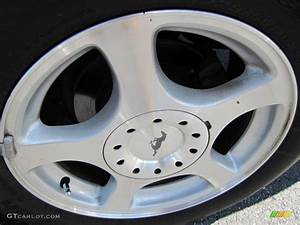 2003 Ford Mustang V6 Convertible Wheel Photo #38096823 | GTCarLot.com