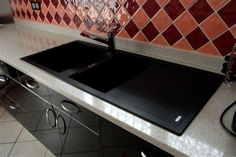 cuisines laqu馥s blanches plan de travail noir laqu trendy le quartz est trs pris ct plan de travail plan de travail quartz with plan de travail noir laqu cuisine noir