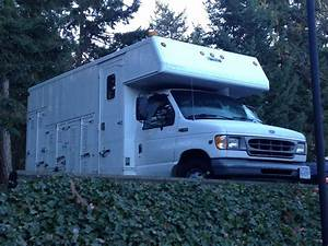 2000 Ford E450 Diesel Dualy Cube Servicing Truck Outside