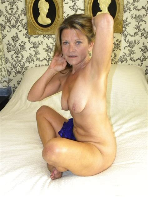 Amateur Hot American Milf Gilf Great Legs 3 High Definition Porn Pic