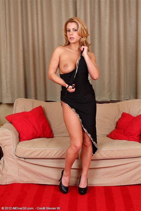 hot milf dorothy black display her sexy curves milf fox