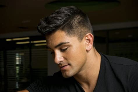 10 Different And Cool Hair Styles For Men