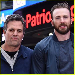 Mark Ruffalo Reacts to Chris Evans Accidentally Leaking ...