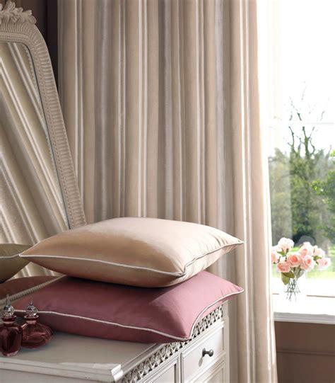 chambre à coucher romantique rideaux chambre à coucher adulte comment les choisir