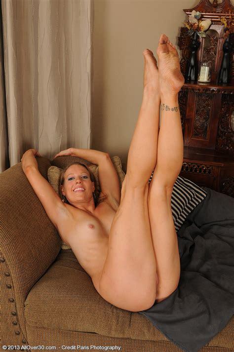 Pretty Milf Alyssa Dutch Display Her Cherry Milf Fox