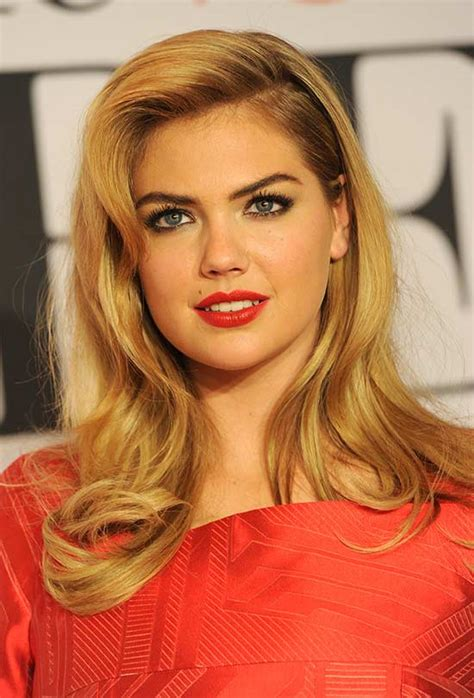 28 Stunning Long Hairstyles for Round Faces That You Can