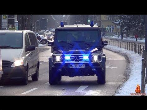 bka gepanzertes einsatzfahrzeug mit blaulicht horn auf