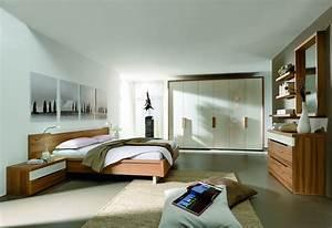 Großer Kleiderschrank Schlafzimmer : schlafzimmer mit holzm beln ~ Markanthonyermac.com Haus und Dekorationen