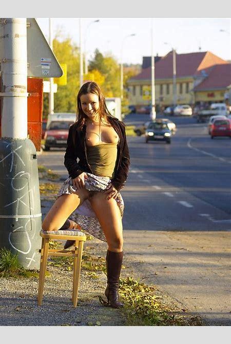 Jana Mrazkova - Flash in public