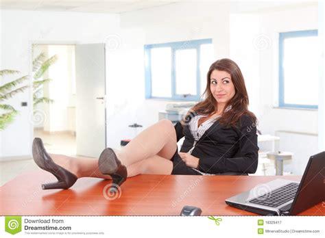 bureau femme jambes de femme d 39 affaires sur le bureau photographie