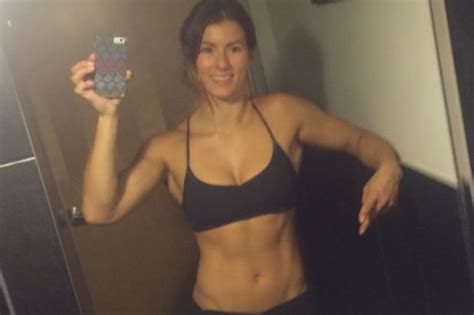 celeb tainer jen widerstrom proves fitness selfies aren t what they seem with two snaps daily star