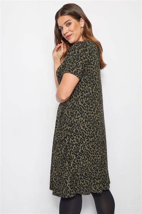 Khakigrünes Kleid Mit Animalprint & Drapierten Taschen