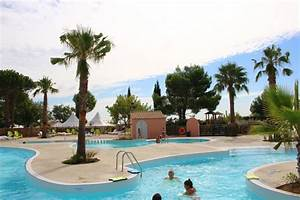Camping Cap D Agde Avec Piscine : piscine et rivi re camping bessan cap d 39 agde ~ Medecine-chirurgie-esthetiques.com Avis de Voitures