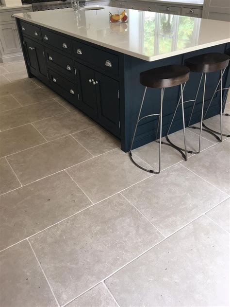 kitchen flooring ideas uk 23 best images about kitchen flagstones and floor tiles on