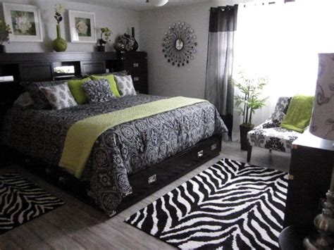 Bedroom Black White And Green by Black White Bedroom Zebra Stripes And Damask W Green