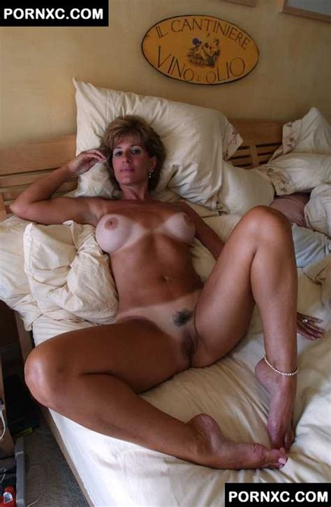 In Gallery Super Sexy Tanned Mature Posing Nude