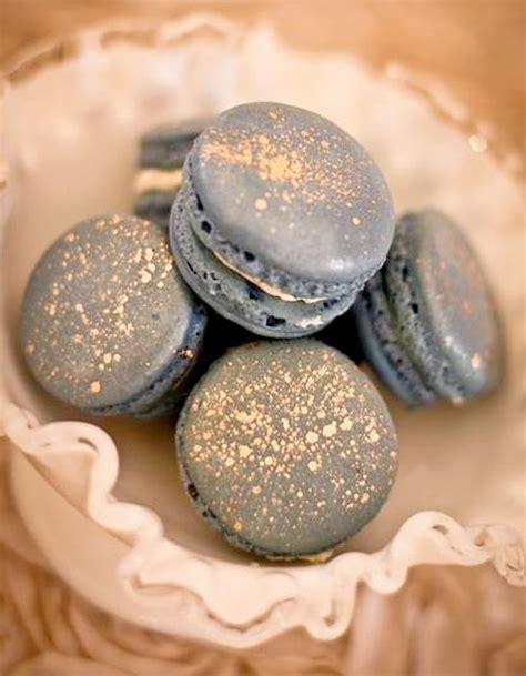 dessert avec des macarons macarons or paillettes comment donner un air de f 234 te 224 ses plats 224 table