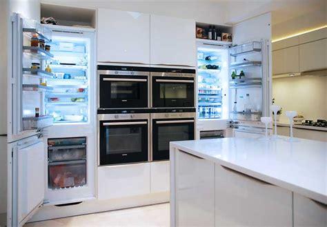 small white kitchen island high gloss white kitchen with white quartz worktops